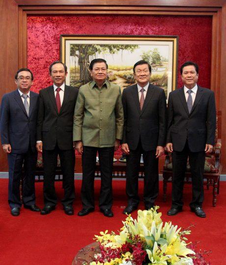 Khuyến khích người dân Lào gắn bó lâu dài với ngành cao su